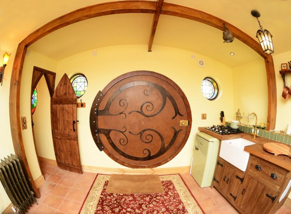 Family-turn-their-home-into-a-Hobbit-House-11-572x420