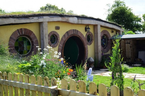 Family-turn-their-home-into-a-Hobbit-House-632x420